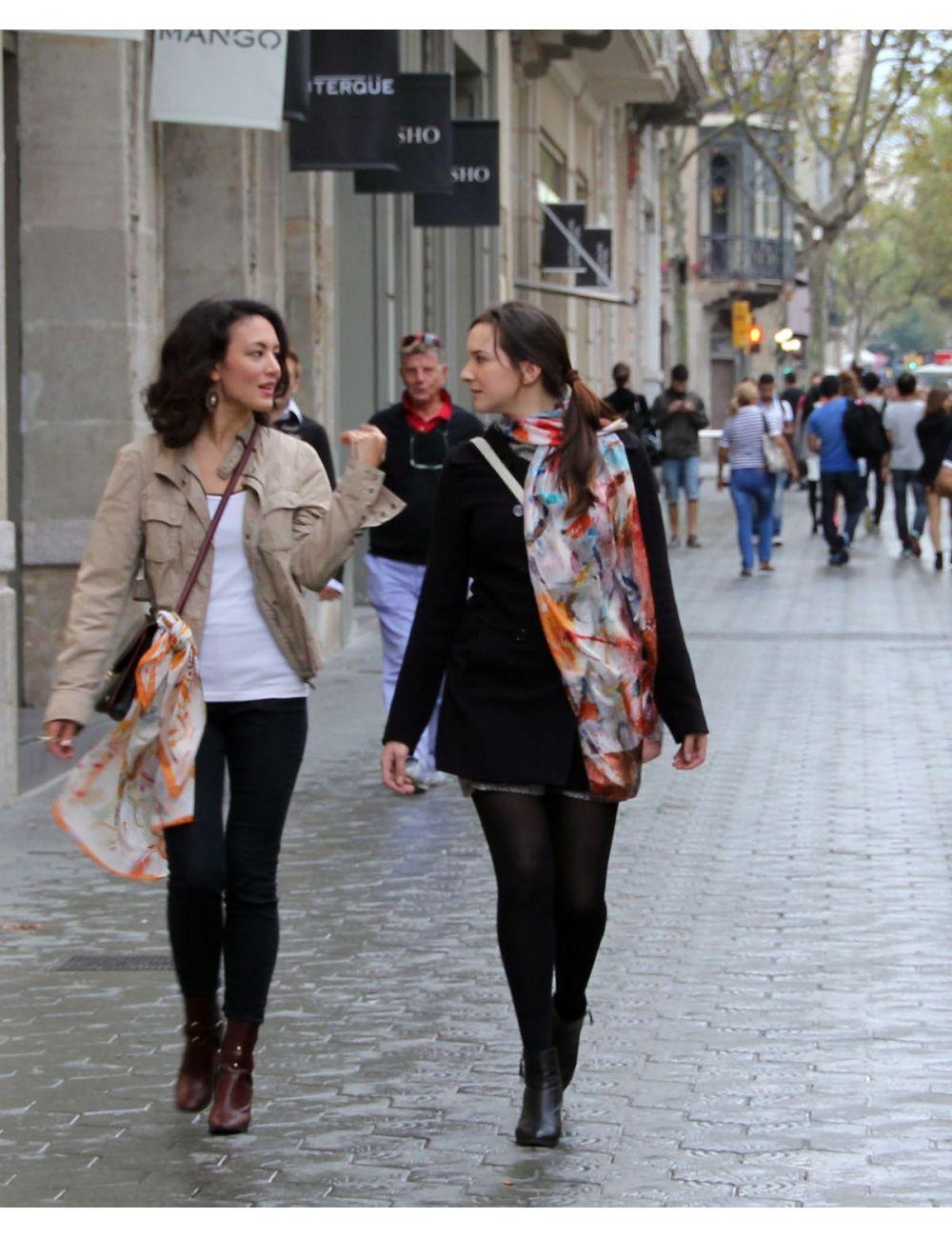 """""""Crancs"""" fulard de seda en tons càlids, colors vius i alegres"""
