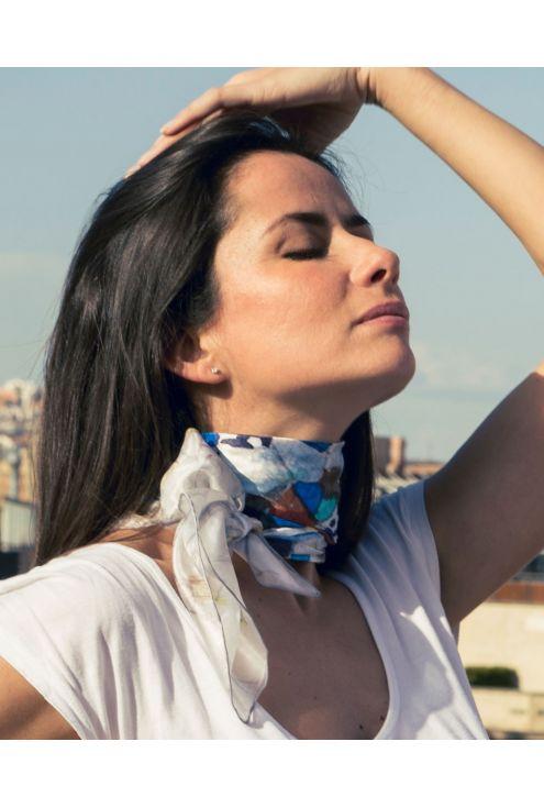 Fular de seda inspirado en el trencadís de cerámica del Palau Güell de Gaudí