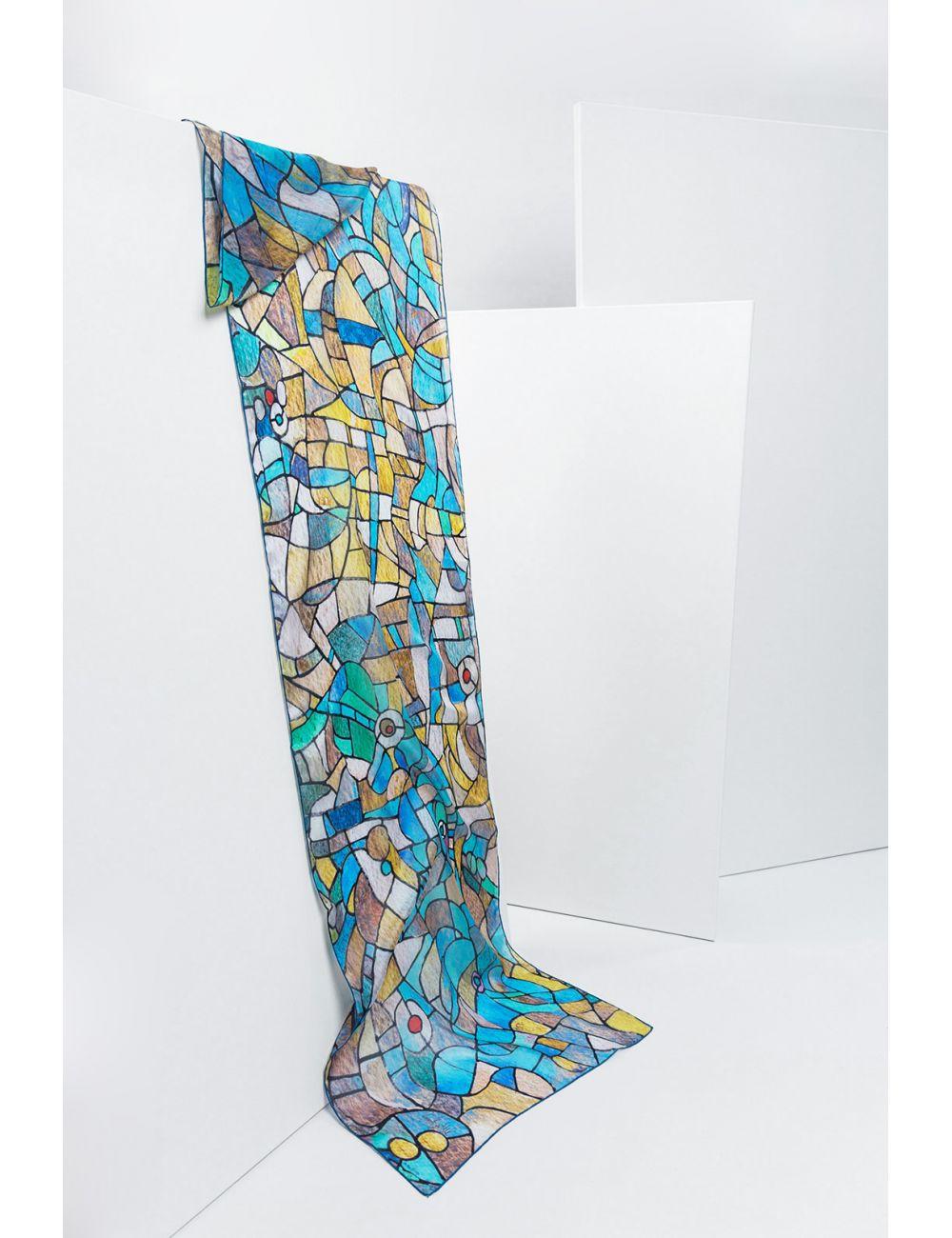 """""""Ojos azules"""" fular de seda natural, inspirado en la luz de los vitrales de la Sagrada Familia de Gaudí"""