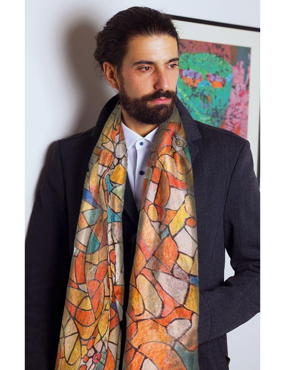 Vitrall de llum, fulard de seda natural, inspirat en els vitralls de la Sagrada Familia en tons vermells, taronges.