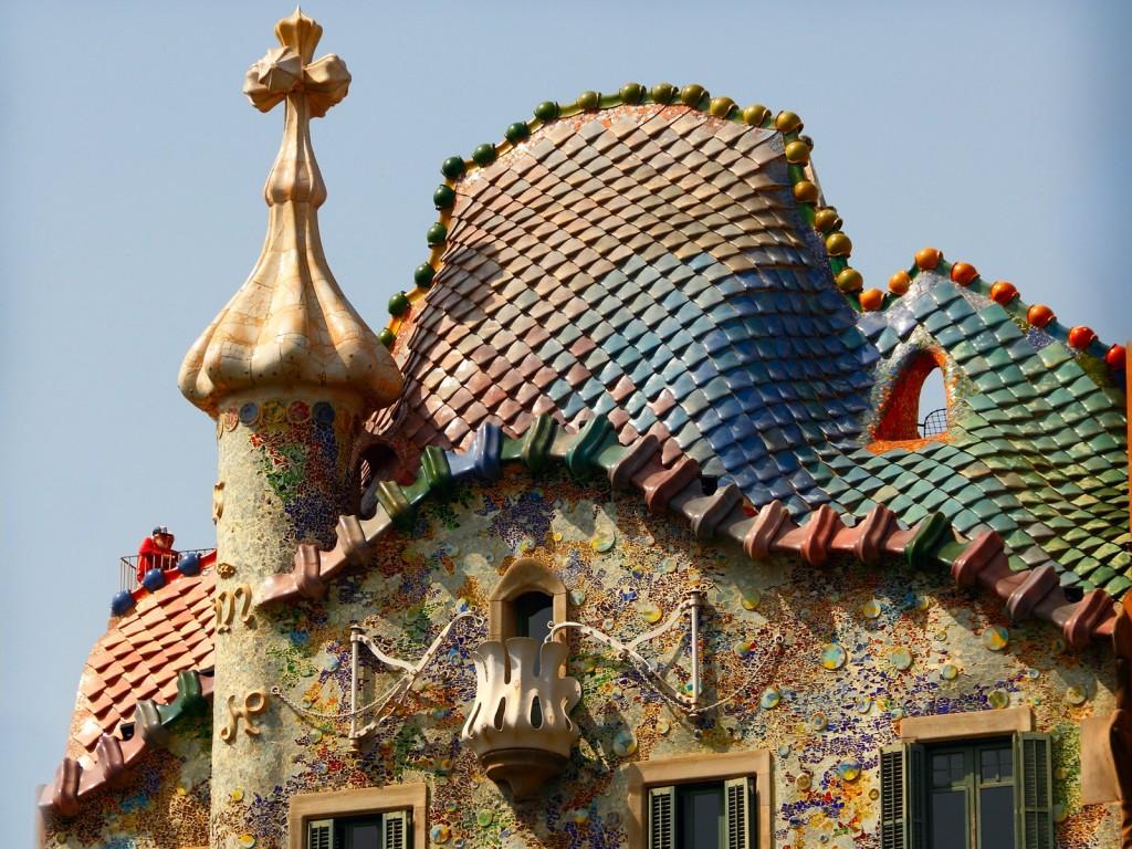 Gaudí's Casa Batlló main facade in Barcelona - Casa Batllo inspired scarves