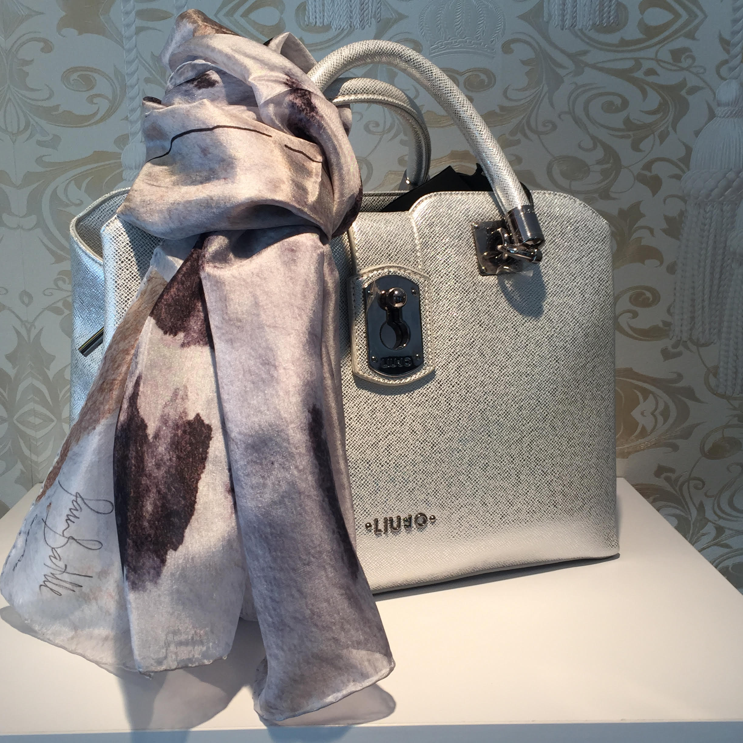 Croce Luxury Design shop, where you can find DABA DISSENY silk scarves, carré squares and ties.